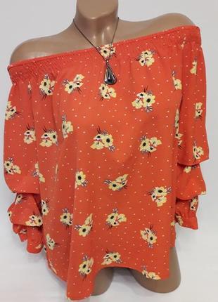 Красивая блуза с оголенными плечиками
