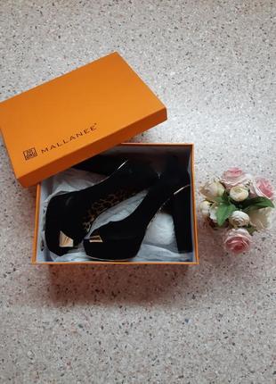 Замшевые черные туфли на высоком каблуке