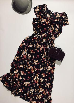 Красива ніжна шифонова сукня міді