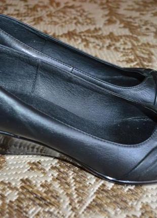 Кожаные туфли grand style на танкетке.