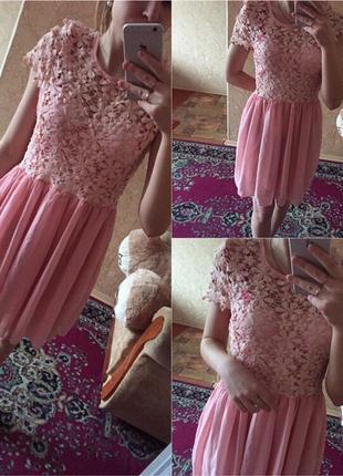 Платье с кружевом нарядное