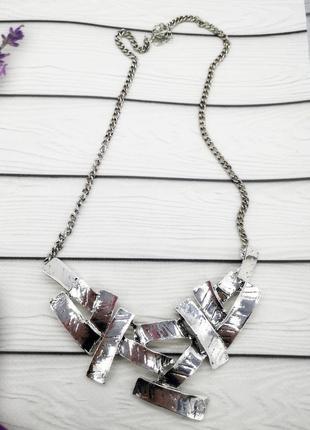 Колье ожерелье. украшения. бижутерия
