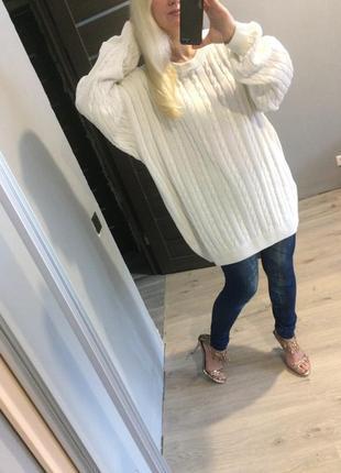 Белый хлопковый удлиненный свитер косами оверсайз