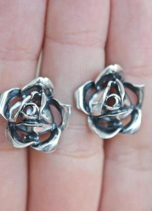 Серебряные серьги роза