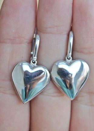 Серебряные серьги любовь