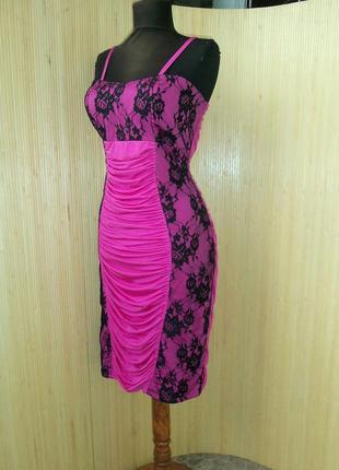 Платье карандаш розовое с кружевом