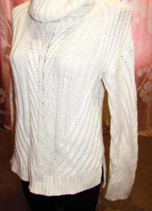 Теплый, вязаный мега-красивый кремово-белый вязаный свитер с горлом, асимметрия.