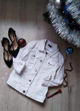 Белая джинсовка, джинсовая куртка из плотного денима от colours of the world