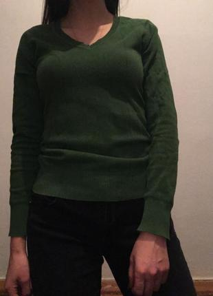 Джемпер зеленого цвета