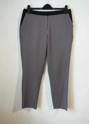 Зауженые к низу стильные брюки