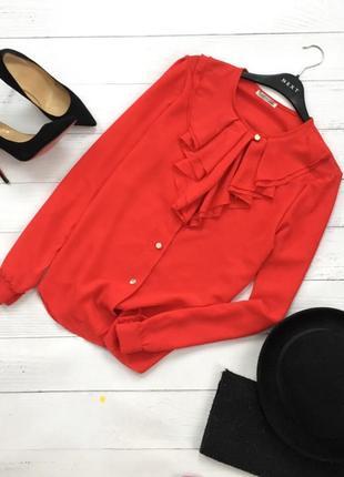 Фактурная коралловая блуза с оборкой