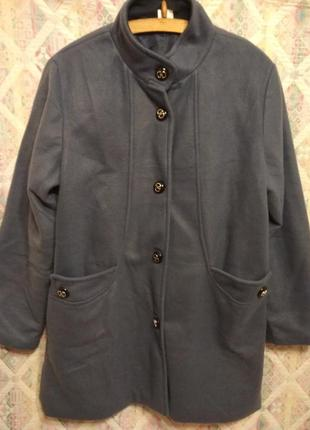 Очень красивое полу пальто 46/48 размер легкое и теплое воротник стойка