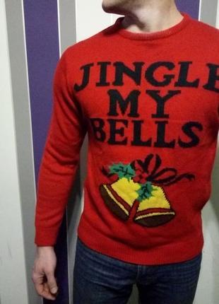 Новогодний красный свитер с колокольчиками