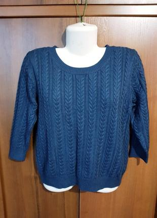 Красивый вязанный свитер размера 48-50
