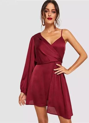 Асимметричное платье бордового цвета