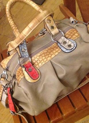 Удобная и вместительная сумка paula rossi