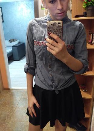 Красивая рубашка с вышивкой жемчугом