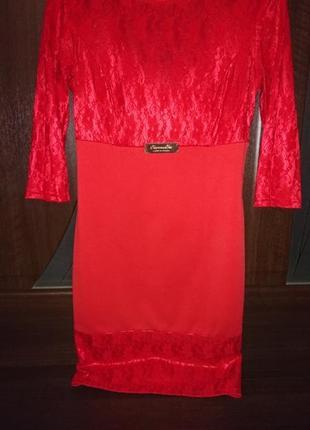 Красивейшее нарядное стильное платье 👗 красного цвета размер м