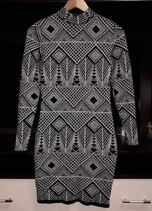 Шикарное тёплое платье в орнамент с люрексом раз.s
