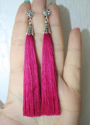 Серьги серёжки кисти кисточки малиновые ярко-розовые длинные бохо с розочкой