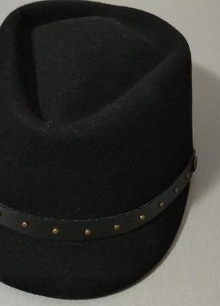 Черное кепи. шляпа с козырьком из шерсти