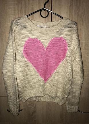 Красивый свитер с сердечком