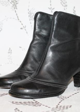 Кожаные ботинки clarks 38,5 размер 25,5 см стелька