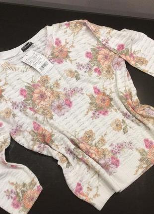 Тонкий свитерок в цветочный принт