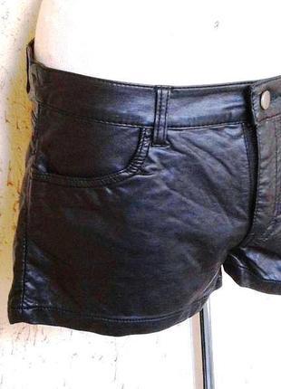 Черные под кожу шорты,м - l