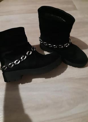 Продам замшевые ботинки на меху