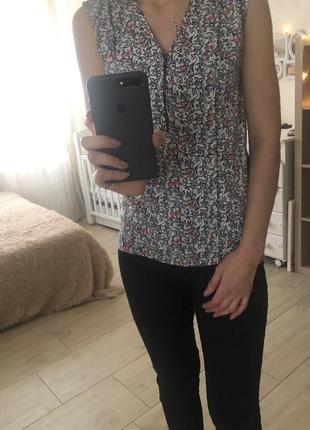 Рубашка с цветочным принтом без рукавов