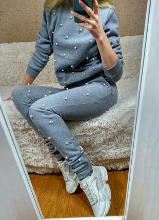 Теплый женский спортивный костюм с бусинками жемчуг трехнитка на флисе серый