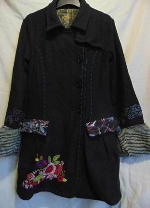 Пальто с шерстью и вышивкой desigual.