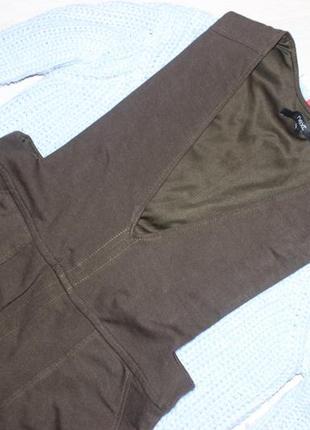 Платье цвета хаки с карманами