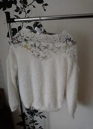 Нежный свитер травка с кружевом, тепленький
