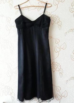 Черное платье на бретелях вечернее