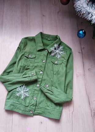 Яркая джинсовка, джинсовая куртка зеленого цвета от charles vogele