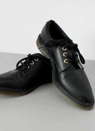 Очень крутые туфли ботинки на прорезиненной подошве от next, размер 37,5