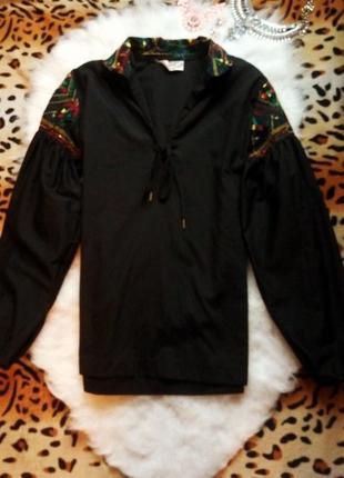 Черная рубашка с вышивкой орнаментом широкими рукавами завязки шнуровка как вышиванка