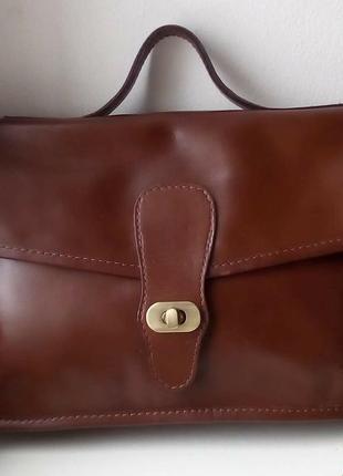 Кожаная сумка с длинным ремнем asos