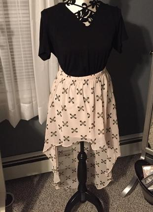 Классная бежевая юбка спідниця  мини миди ассиметрия в принт  от devided m-l