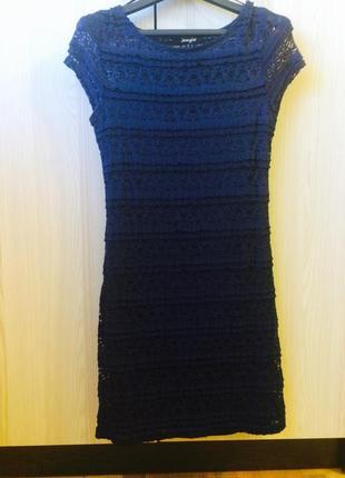Платье мини синее с гипюром