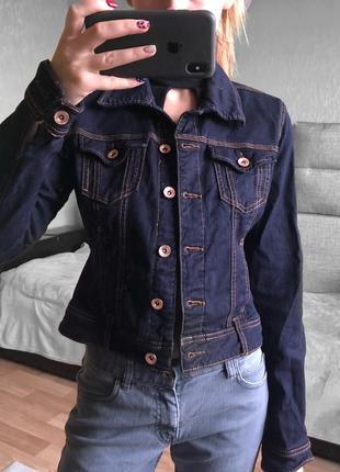Приталенная джинсовая куртка