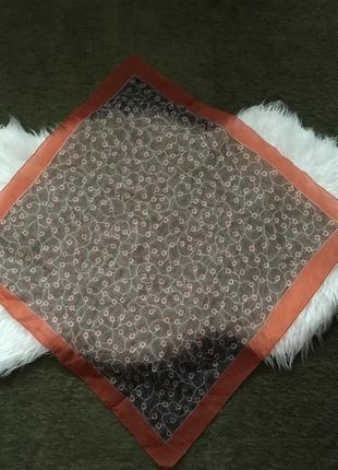 Шифоновый платочек в цветочек s'michael,италия, размером 70х72см, состояние нового