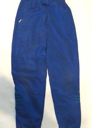 Синие спортивные штаны