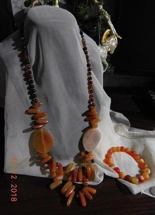 Нарядный комплект украшений (бусы и браслет) из сердолика