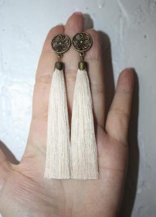 Серьги серёжки кисти кисточки кремовые нити с цветком
