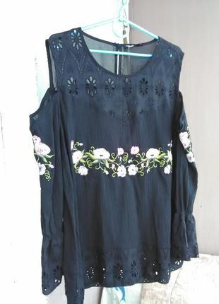 Шикарная вышитая сорочка с открытыми плечами