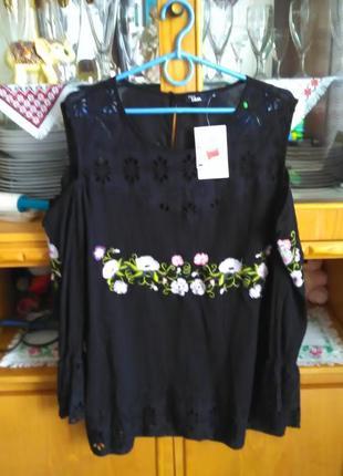 Шикарная вышитая сорочка с открытыми плечами2 фото