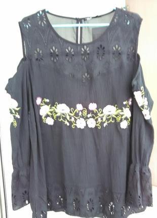 Шикарная вышитая сорочка с открытыми плечами4 фото
